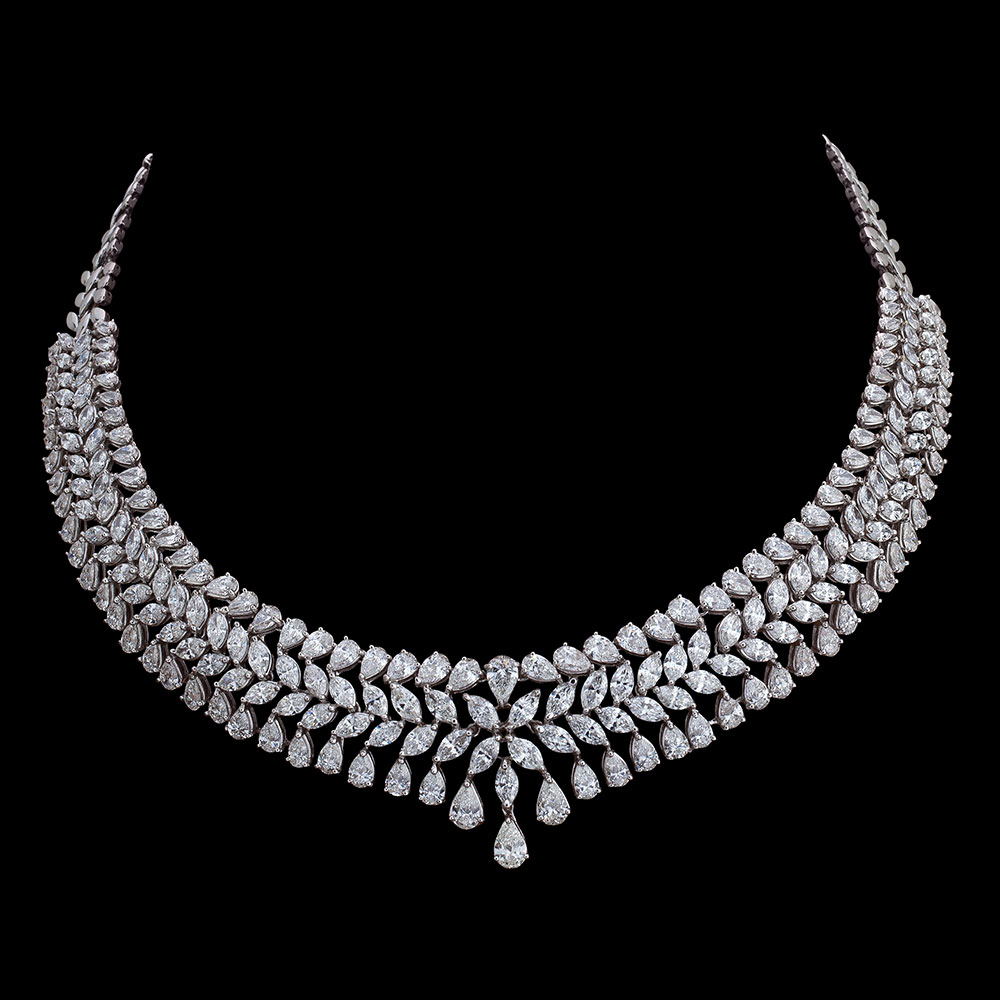Perfect for a bride to be or an elegant lady, this timeless piece is a Must Have for its timeless appeal  and versatility to add splendour to any attire.